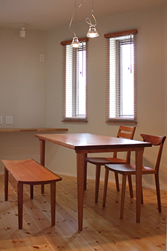 P302 Dining Table